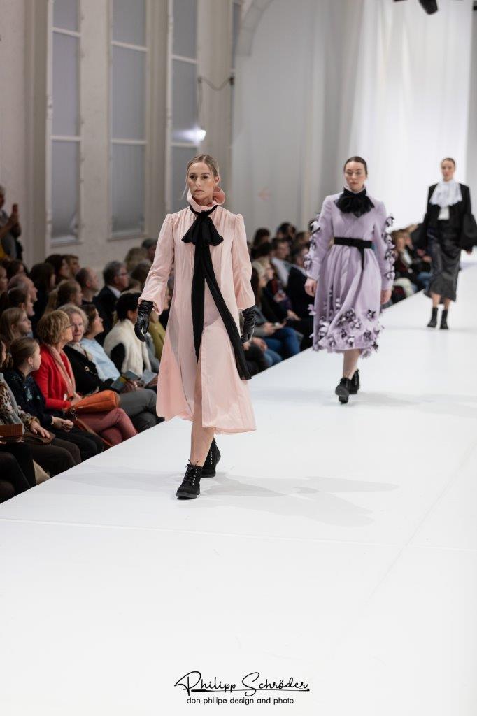 Fahmoda, deutsche Modeschule, Foto Hannover Fashion Show 2019, Modedesigner-Ausbildung, Ausbildung im Maßschneider- Handwerk, Modedesigner, Bachelor und BWL-Studium